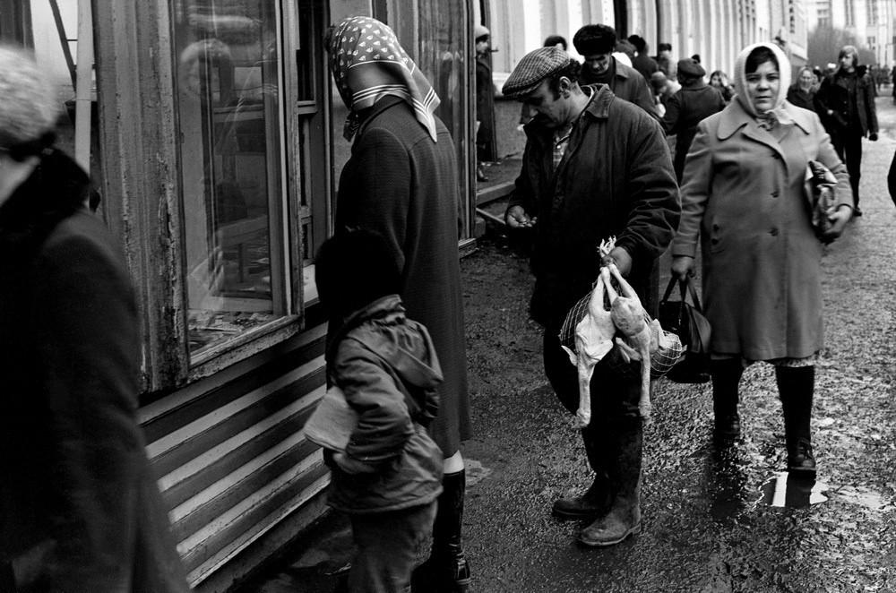 Газетный киоск на улице Металлургов