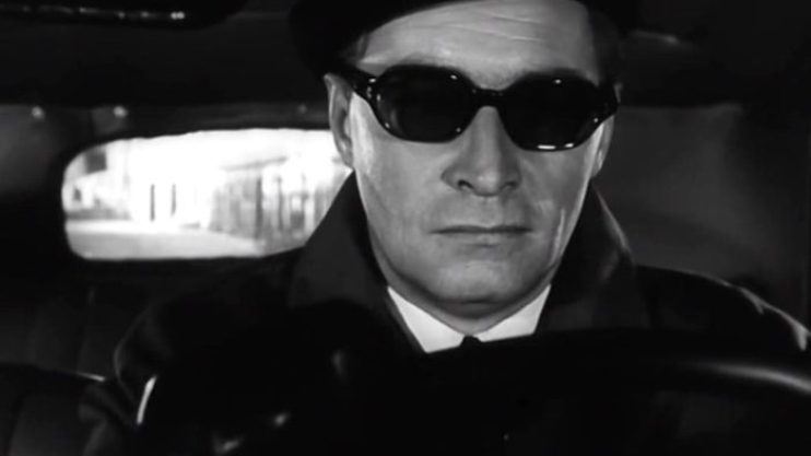 Шпион в очках