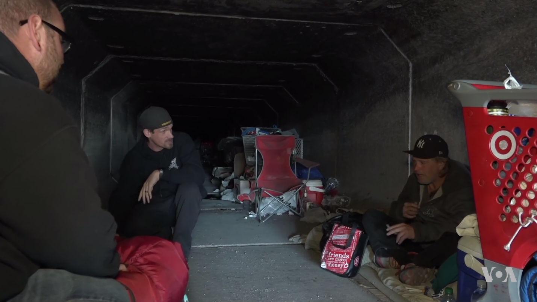 Жизнь бездомных в мрачных тоннелях Лас-Вегаса