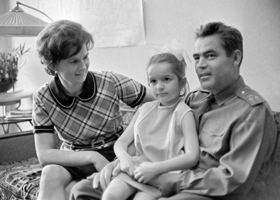 Терешкова и Николаев с дочкой
