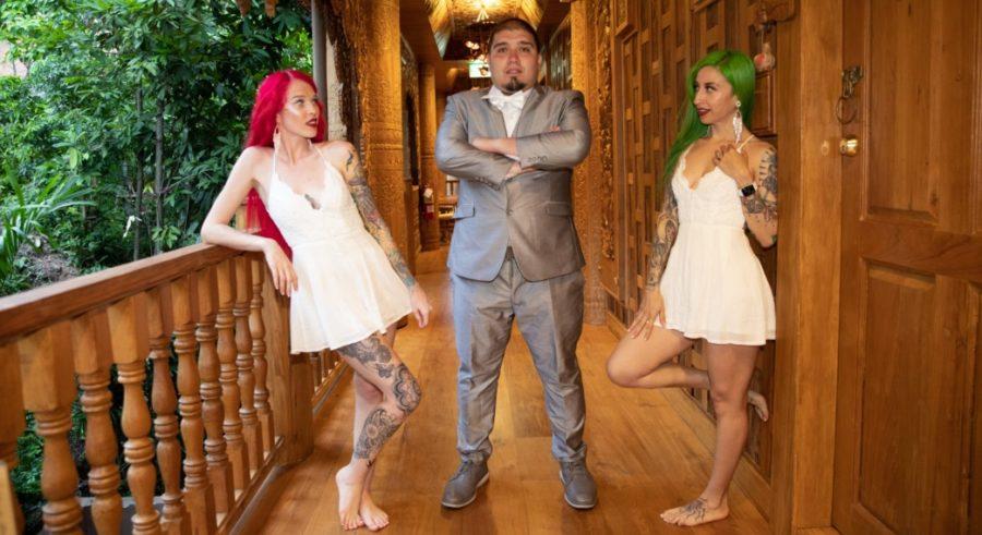 Парень с двумя женами