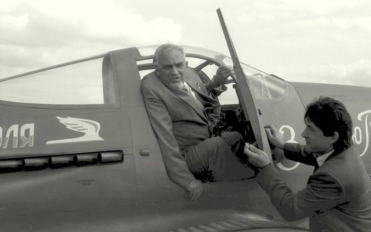 Григорий Дольников в самолете
