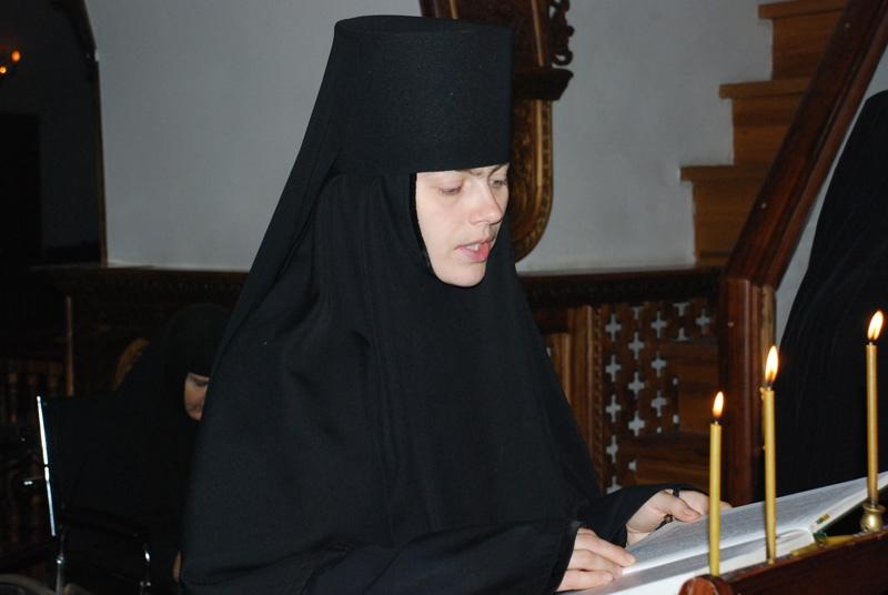 Женщина в монастыре