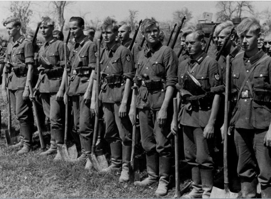 Закатанные рукава у немецких солдат