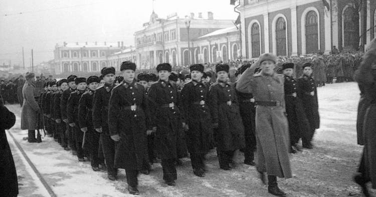 Суворовское училище в городе Горьком