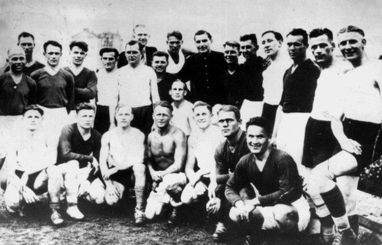 Футболисты в Киеве